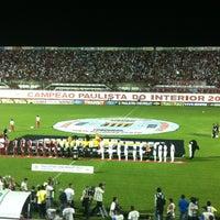 Foto tirada no(a) Estádio Romildo Vitor Gomes Ferreira por Teo C. em 5/5/2013
