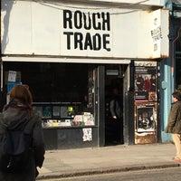 Das Foto wurde bei Rough Trade Records (West) von Sotiris S. am 2/28/2016 aufgenommen