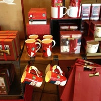 Photo taken at Starbucks by Genie C. on 11/25/2012