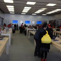 Photo taken at Apple Store, Easton Town Center by Scott W. on 12/13/2012