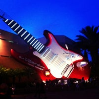 Photo taken at Rock 'N' Roller Coaster Starring Aerosmith by Flávia T. on 12/16/2012