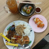 Photo taken at Telok Blangah Crescent Market & Food Centre by Mark C. on 5/15/2016