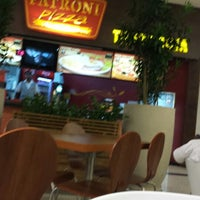 Photo taken at Patroni Pizza by Fernando Porto on 1/22/2014