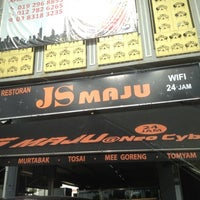Photo taken at Restoran JS Maju by Nysh M. on 4/26/2012