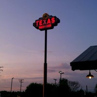 Photo taken at Texas Roadhouse by Kelly R. on 9/10/2011