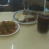 Photo taken at Restoran Azlinah by Shahrir M. on 11/21/2011