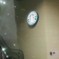 Photo taken at Starbucks Coffee JR東京駅日本橋口店 by きゅうじゅうよん on 8/27/2011