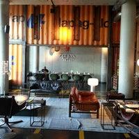 Das Foto wurde bei 25hours Hotel Hamburg HafenCity von Juan Antonio M. am 9/2/2012 aufgenommen