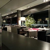 Photo taken at Globe Restaurant & Lounge Bar by Alberto P. on 11/8/2012