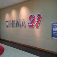 Photo taken at M'Tos 21 by Ferdi Y. on 11/14/2011