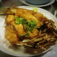Photo taken at Je Liep Seafood by Worawut C. on 5/22/2013