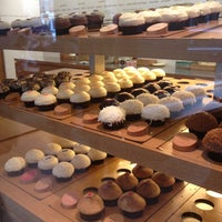 Photo taken at Sprinkles Cupcakes by Jing L. on 10/8/2012