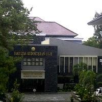 Photo taken at Fakultas Kedokteran by Rizki P. on 5/5/2013