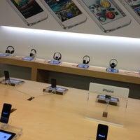 Das Foto wurde bei Apple Beverly Center von Oksana B. am 4/29/2013 aufgenommen