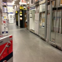 Photo taken at Lowe's Home Improvement by Jason Y. on 12/31/2012