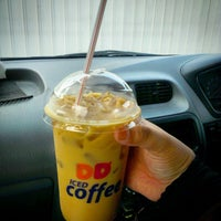 Photo taken at Dunkin' Donuts by MAy R. on 4/18/2015