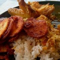 Photo taken at Kedai Makan Mama by sierra_e_foxtrot on 1/2/2015