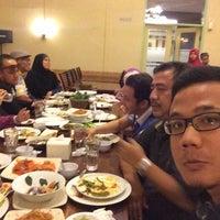Photo taken at Praoe Sea Food by Azwan Z. on 9/19/2015