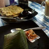 Photo taken at Kedai Mendoan by Muhammad N. on 12/24/2013