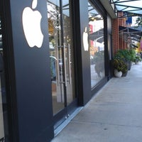 Photo taken at Apple Store, Easton Town Center by Drew S. on 10/4/2012