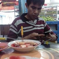 Photo taken at Rujak Aceh Garuda by Udin S. on 3/20/2014