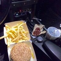 Photo taken at McDonald's by Hakan Ü. on 8/6/2015