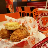 Photo taken at Popeyes Louisiana Kitchen by Ron P. on 11/20/2015