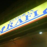 Photo taken at Restoran Al-Rafi Bistro by Ryzz A. on 6/21/2013