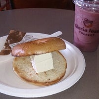 Photo taken at Gloria Jean's Coffees by Elise on 9/22/2013