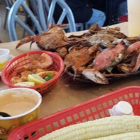 Photo taken at Harris Crab House by AnD on 8/11/2013