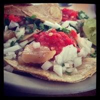 Photo taken at Tacos de Mexicaltzingo by Nino K. on 12/11/2012