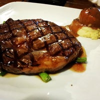 Photo taken at Me'nate Steak Hub by Muhammad Hanifi C. on 8/31/2013