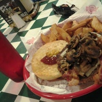 Photo taken at Fuddruckers by Franz T. on 4/6/2013