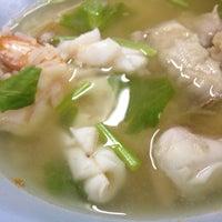 Photo taken at ข้าวต้มปลาเมืองชล by Ong Ong C. on 7/31/2013