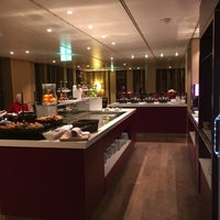 Photo taken at Executive Lounge   Marriott Hotel Berlin by sv H. on 12/9/2015
