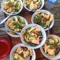 Photo taken at Bubur Ayam Van Danoe by Dedes M. on 11/9/2014