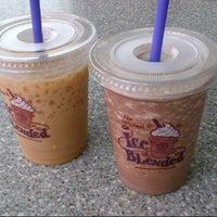 Photo taken at The Coffee Bean & Tea Leaf by Evita R. on 4/7/2013