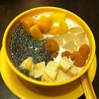 Photo taken at Honeymoon Dessert by Cliffordius C. on 2/10/2013