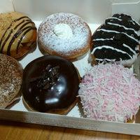 Photo taken at Krispy Kreme by Zoebali M. on 8/13/2016