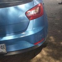Photo taken at Lavado de Autos Optimus by Hugo Lucio S. on 3/23/2014