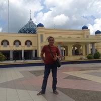 Photo taken at Masjid Agung Al Karomah Martapura by Ade Mulyana t. on 1/18/2016