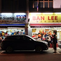 Photo taken at Ban Lee Siang Sate Celup by gerard t. on 11/23/2012