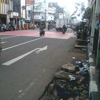 Photo taken at Jalan Otto Iskandardinata by Vabrieck B. on 1/11/2014