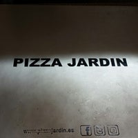 Photo taken at Pizza Jardin by Quique L. on 4/18/2014