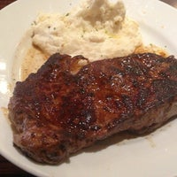 Photo taken at LongHorn Steakhouse by Angel R. on 12/30/2012