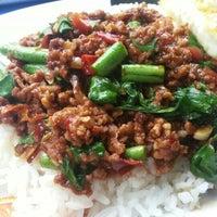 Photo taken at ร้านพี่อ้วน อาหารตามสั่ง by ZuZa Thani C. on 11/12/2012