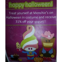 Photo taken at Menchie's Frozen Yogurt by Krystalle W. on 10/31/2013