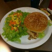 Photo taken at Comet Diner - Plaza Mundo 4 Etapa by Emerson I. on 9/18/2012