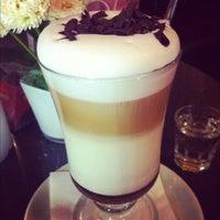 Photo taken at Traveler's Coffee by Afet (Afy) Abdullah on 10/31/2012