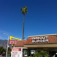Photo taken at In-N-Out Burger by Kimberly S. on 11/25/2012